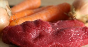sirovo meso s povrćem