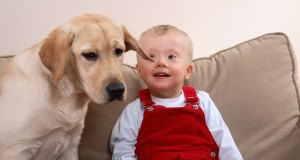 dječak sa psom