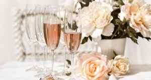 šampanjac na stolu