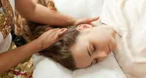 djevojka na masaži