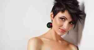 djevojka s kratkom frizurom