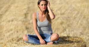 djevojka u trapericama