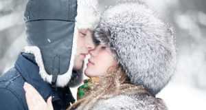 poljubac na snijegu