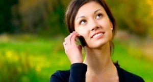 žena s mobitelom