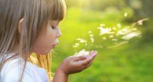 djevojčica u prirodi