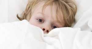 dijete u krevetu