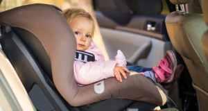 dijete u autu
