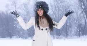 žena na snijegu