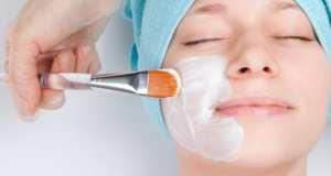 nanošenje maske na lice