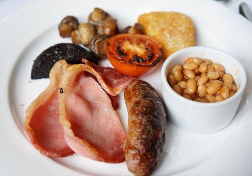 English breakfast (sans eggs)