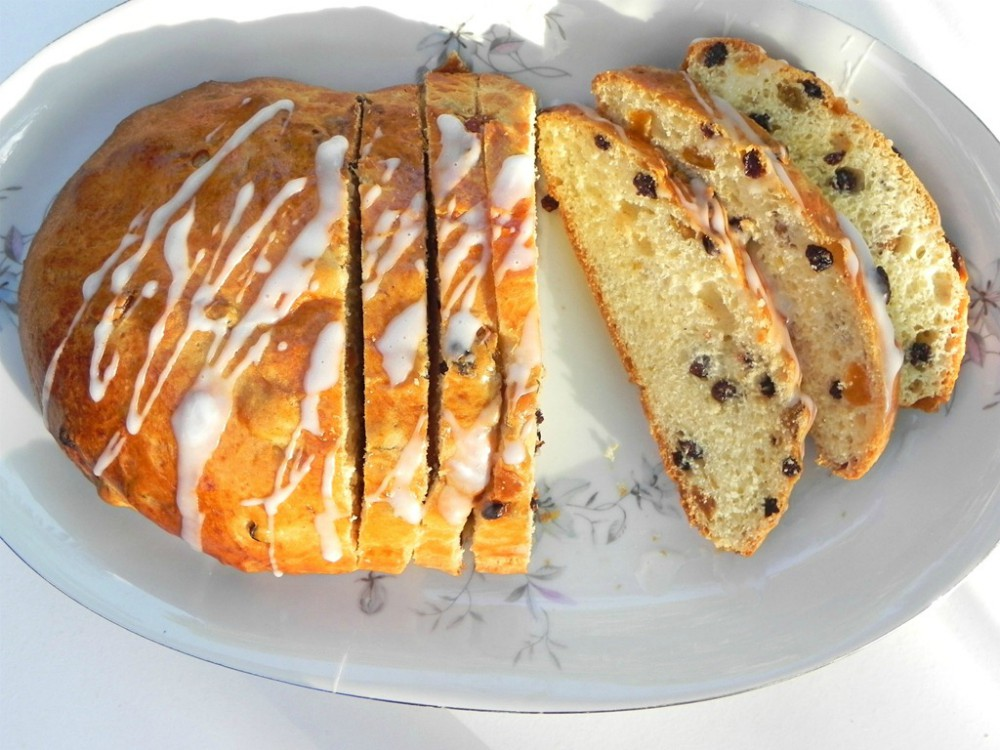 overhead image of a Christmas stollen