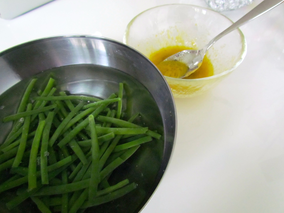 string beans in a bowl
