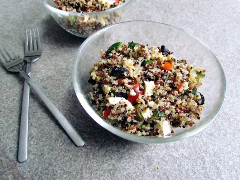 mediterranean quinoa salad | www.savormania.com