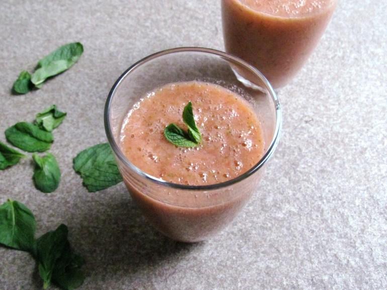 strawberry mint smoothie   www.savormania.com