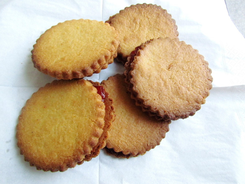 biscuits sandwich à la confiture de fraises
