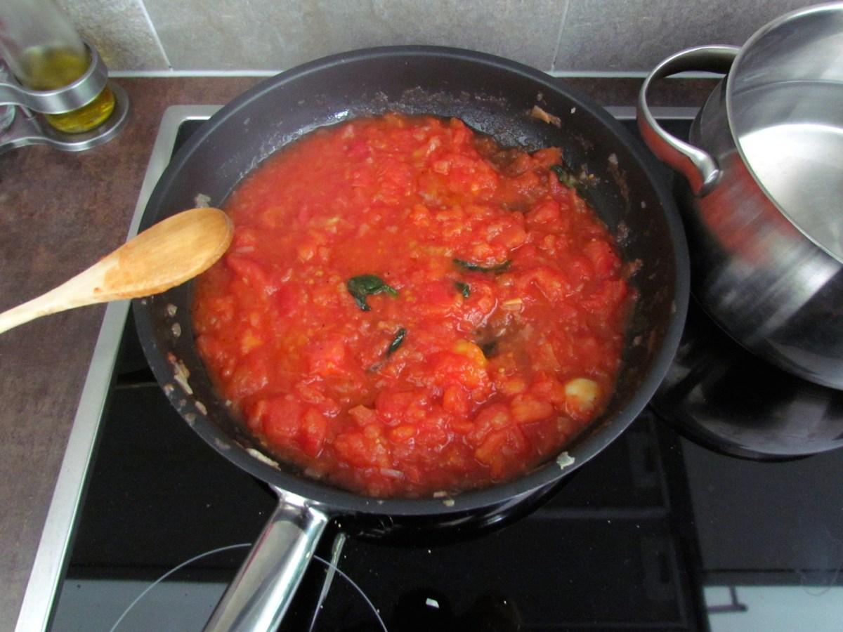making homemade tomato sauce