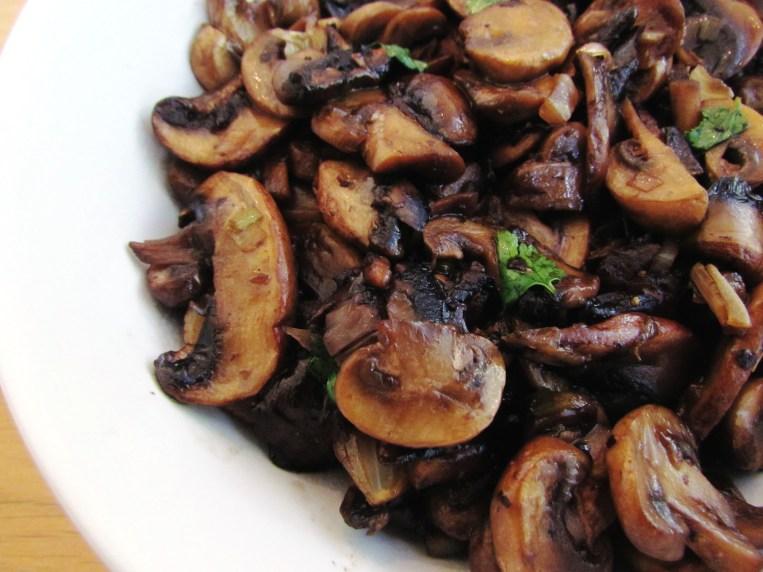 asian stir-fried mushrooms   www.savormania.com