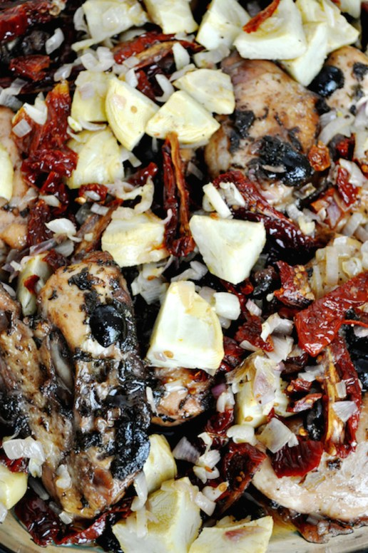 roasted chicken with artichokes and sun-dried tomatoes | www.savormania.com