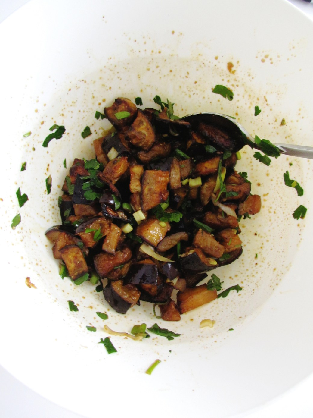 salade d'aubergines rôties et amandes | www.savormania.com