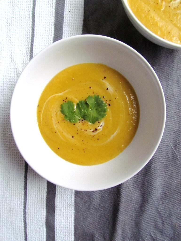 spiced orange cauliflower soup | www.savormania.com