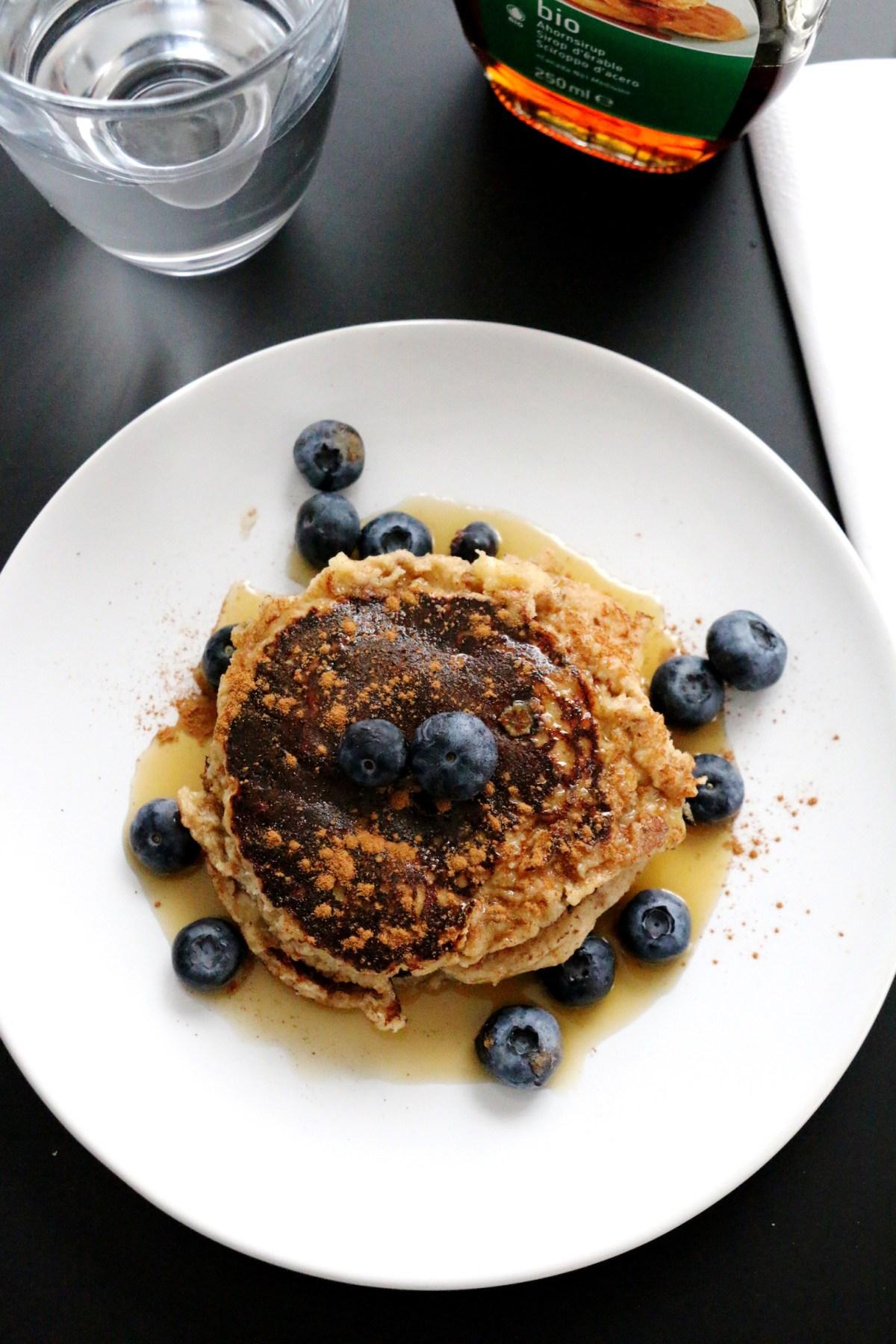 gluten-free banana cinnamon pancakes   www.savormania.com