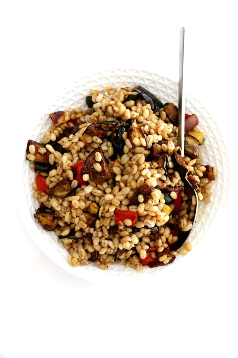 mediterranean barley salad | www.savormania.com