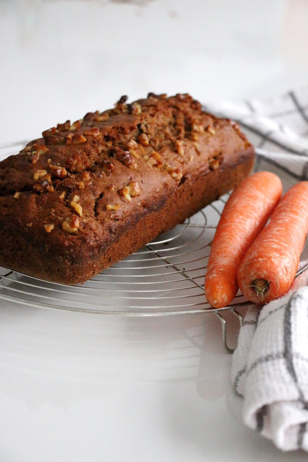 healthy carrot walnut bread | www.savormania.com
