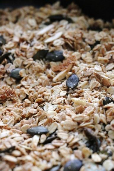 quick coconut granola | www.savormania.com