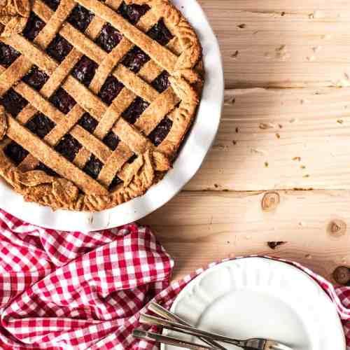Vegan Cherry Pie {healthy & under 250 calories!}   savorynothings.com
