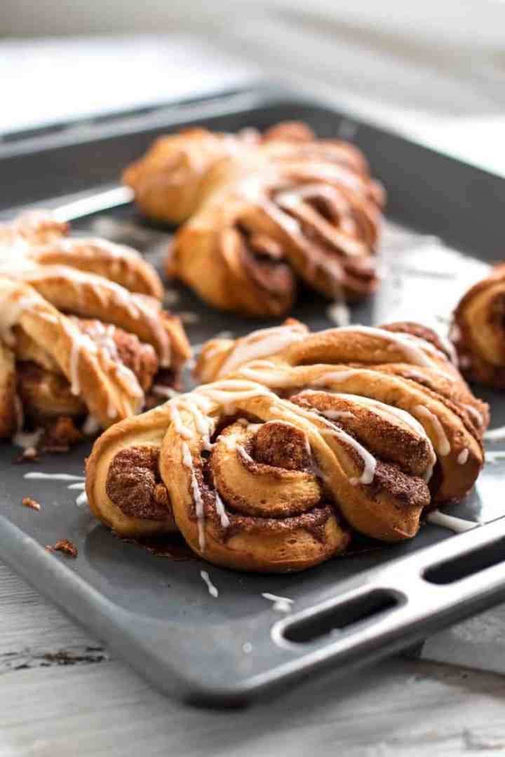 Cinnamon Roll Swirls Recipe - These homemade cinnamon roll swirls are so easy to make but look absolutely stunning! Big and soft - just perfect! | savorynothings.com