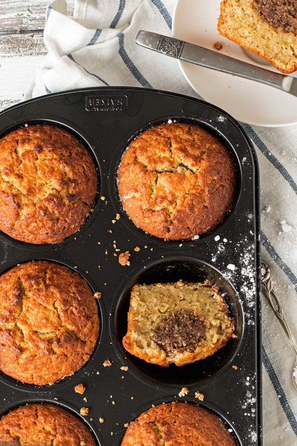 The BEST apple dessert! Make these apple muffins this fall.