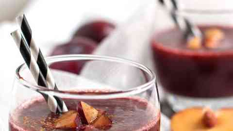 This Healthy Cinnamon Plum Smoothie recipe is dairy-free, banana-free and 100% fruit! It satisfy all your holiday detox needs - get a head start on your weight loss goals this year! The best way to balance your diet if you had a few too many cookies!