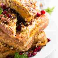 This Skinny Crunchy Stuffed Pumpkin French Toast is the perfect fall breakfast. Serve with maple syrup for an extra-special treat! | savorynothings.com