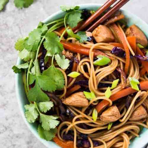 These EASY Honey Garlic Chicken Stir Fry Noodles are ready in less than 30 minutes for a fresh and flavorful family dinner! One of our absolutely favorite quick and easy recipes.