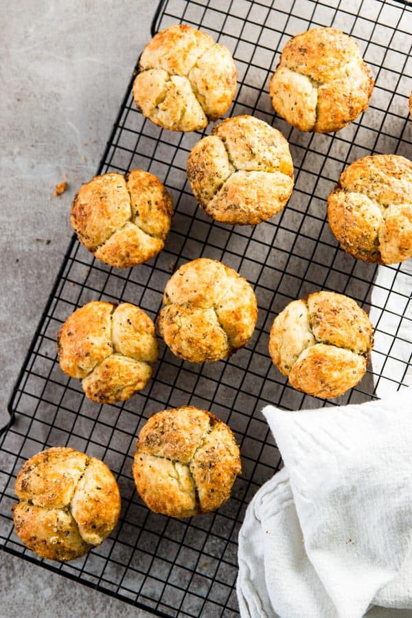 ThisHomemade Mini Garlic Parmesan Monkey Bread recipe is super simple, yet makes the most delicious little garlic breads! Serve them along a special dinner party or as part of a backyard BBQ or summer potluck - everyone will ask you for the recipe!