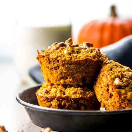 Baked pumpkin oatmeal is an easy freezer friendly fall breakfast idea. Great for meals on the go!