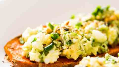 Avocado Egg Salad is a healthy, clean, mayo free way to enjoy your favorite sandwich filling. Only 5 ingredients needed!