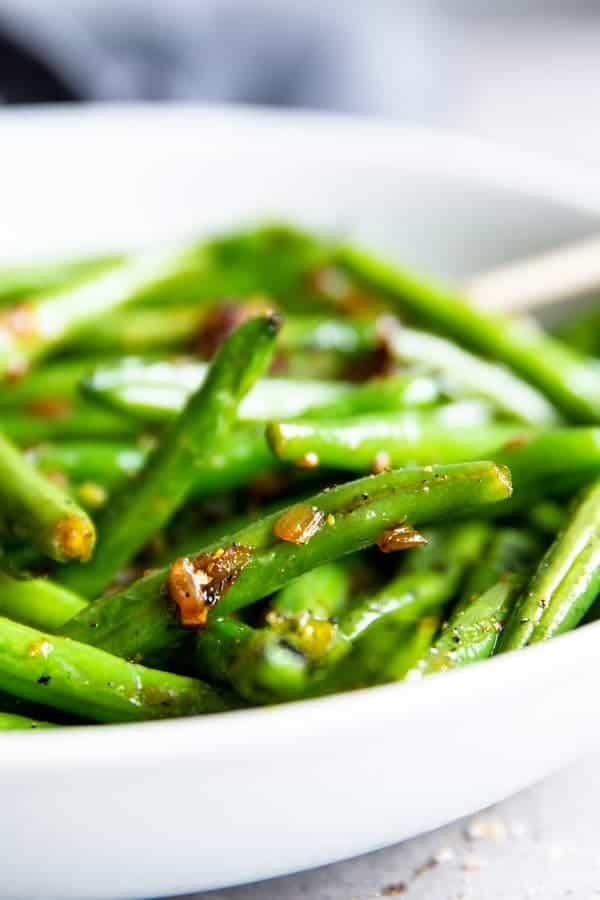 sautéed green beans with onions and garlic