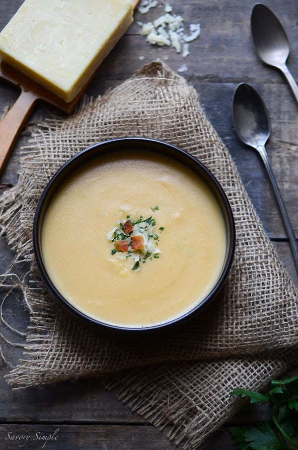 A photo of the finished cheese potato soup.