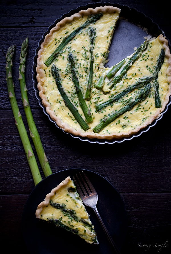 Celebrate the flavors of spring with this Asparagus Quiche with Goat Cheese and Chives.