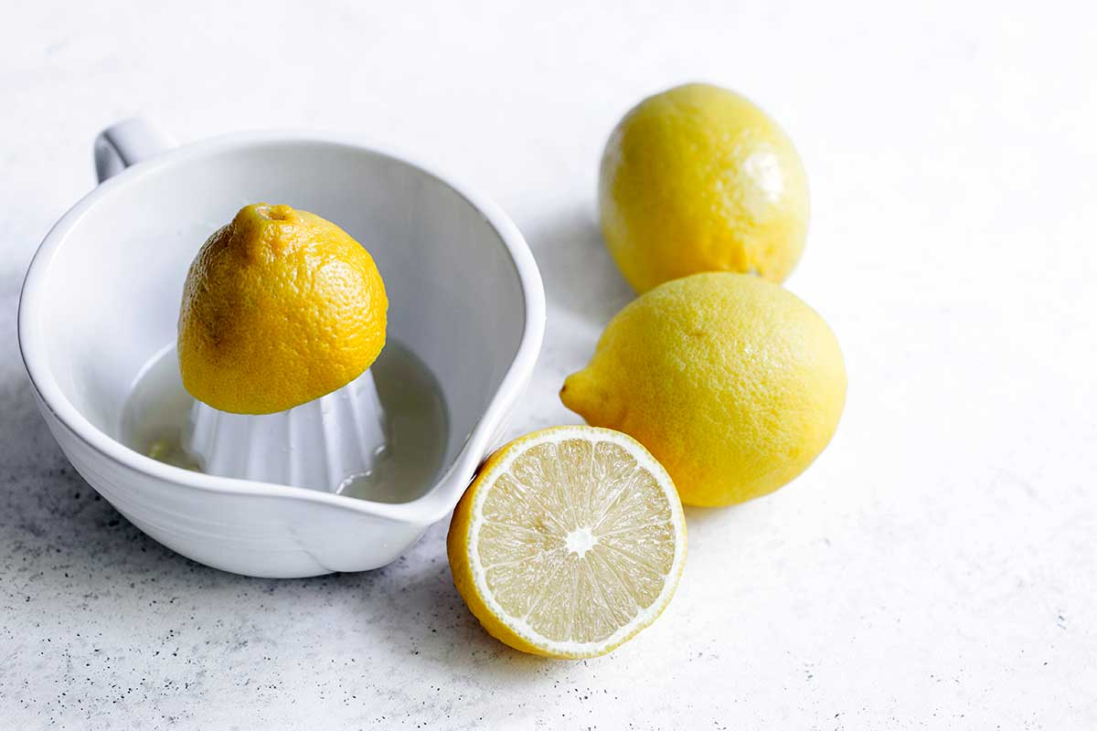 Whole and sliced lemons
