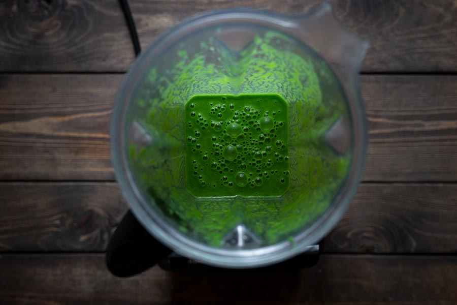 Matcha smoothie recipe in a blender
