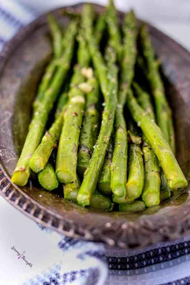 Air Fryer Asparagus in plate