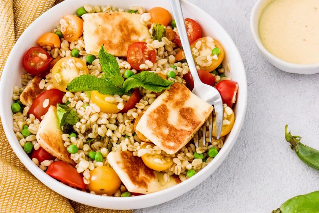 salade-ble-tomates-cerises-petit-pois-halloumi-cover