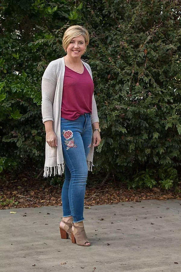 womens fall outfit with fringe trim cardigan