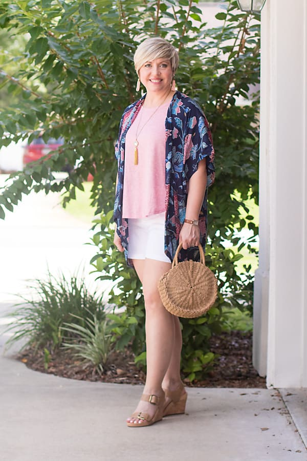how to be fancy in a kimono, white shorts outfit, kimono outfit