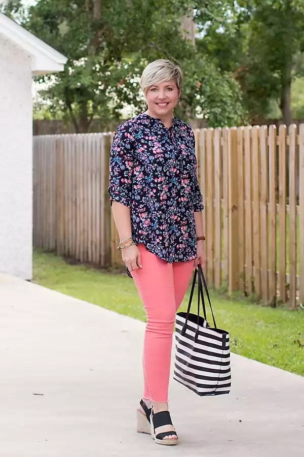 floral tunic top, coral jeans, distressed jeans, black wedges, striped tote, summer fashion
