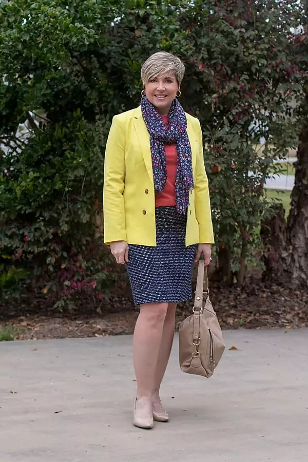 spring capsule outfit with pencil skirt and blazer