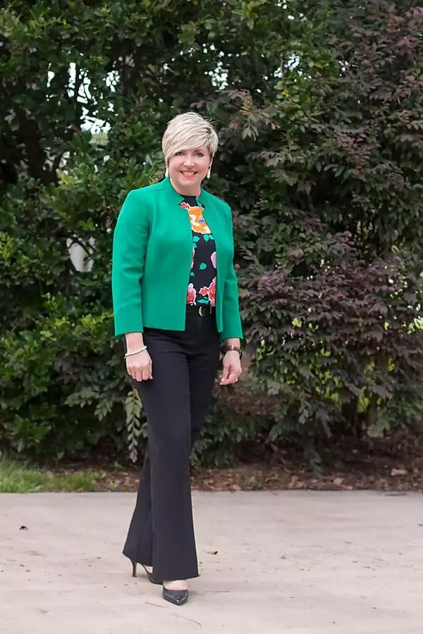 kelly green blazer outfit for women over 40/ office outfit