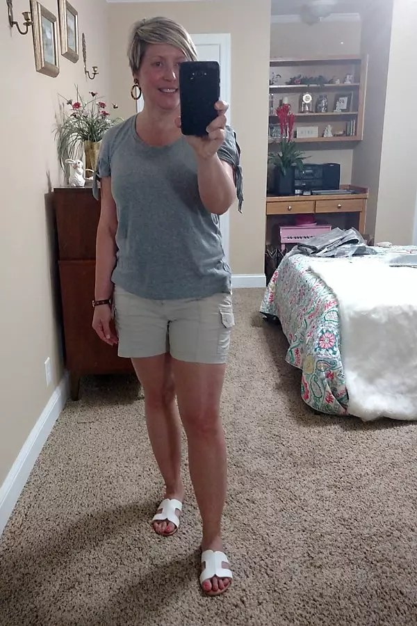 casual shorts outfit